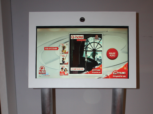 A Brickz.tv                             powered Q-hotel screen